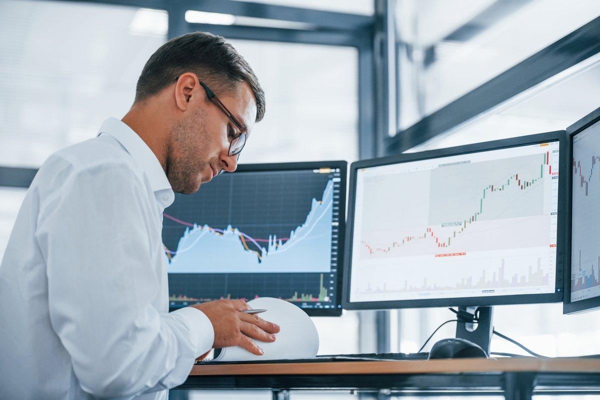 投資家500人以上に聞いた「2020年の投資損益」と「2021年の株価予想」、いくらくらい?