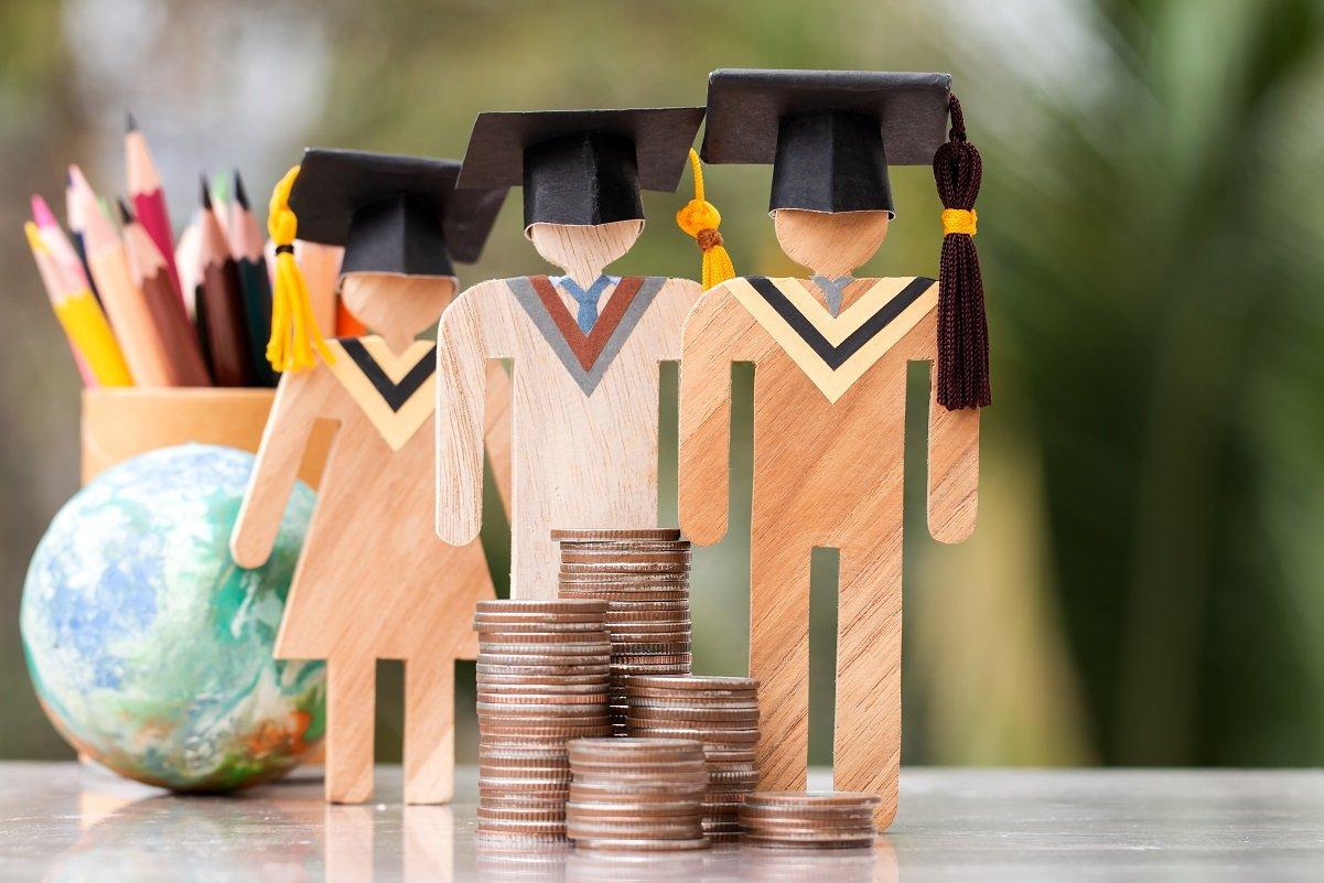 ガチで1千万円必要? 大学卒業までの総教育費と毎月の積立額