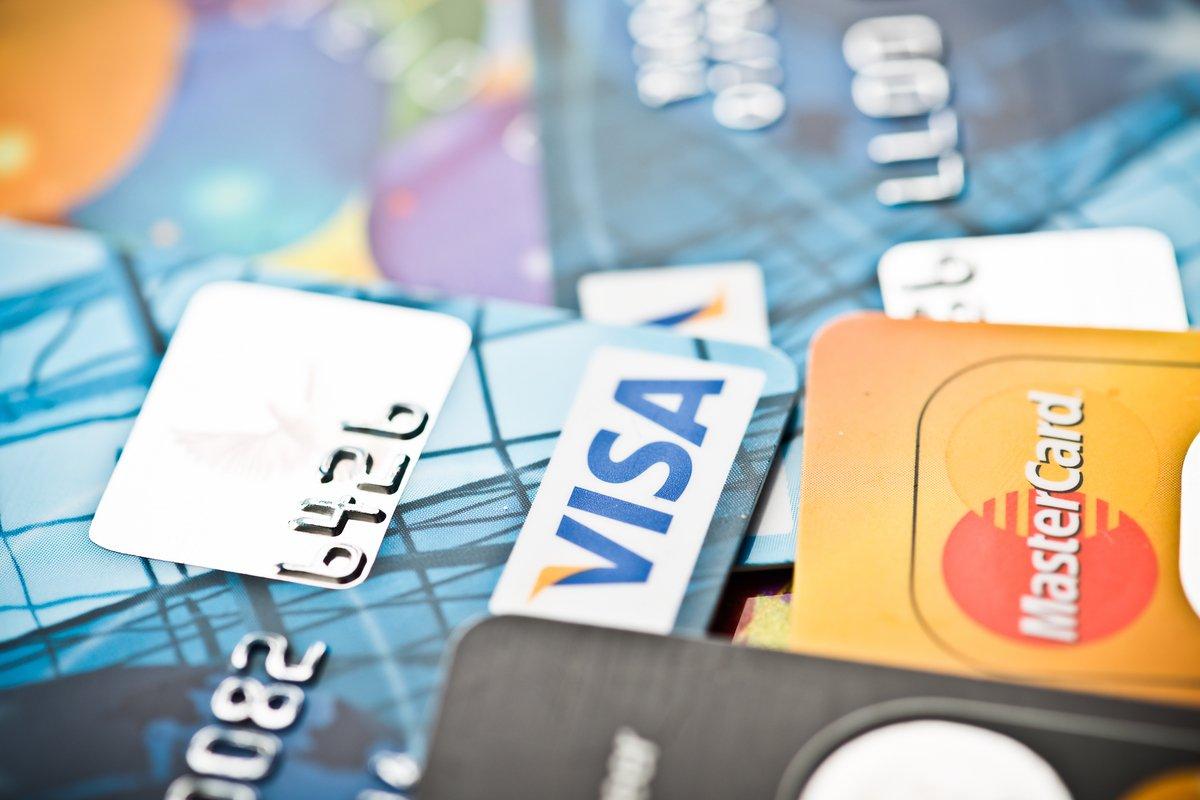 【クレカ比較】「ビュー・スイカ」カードとau PAY カードはどちらがポイントを貯めやすいクレカか