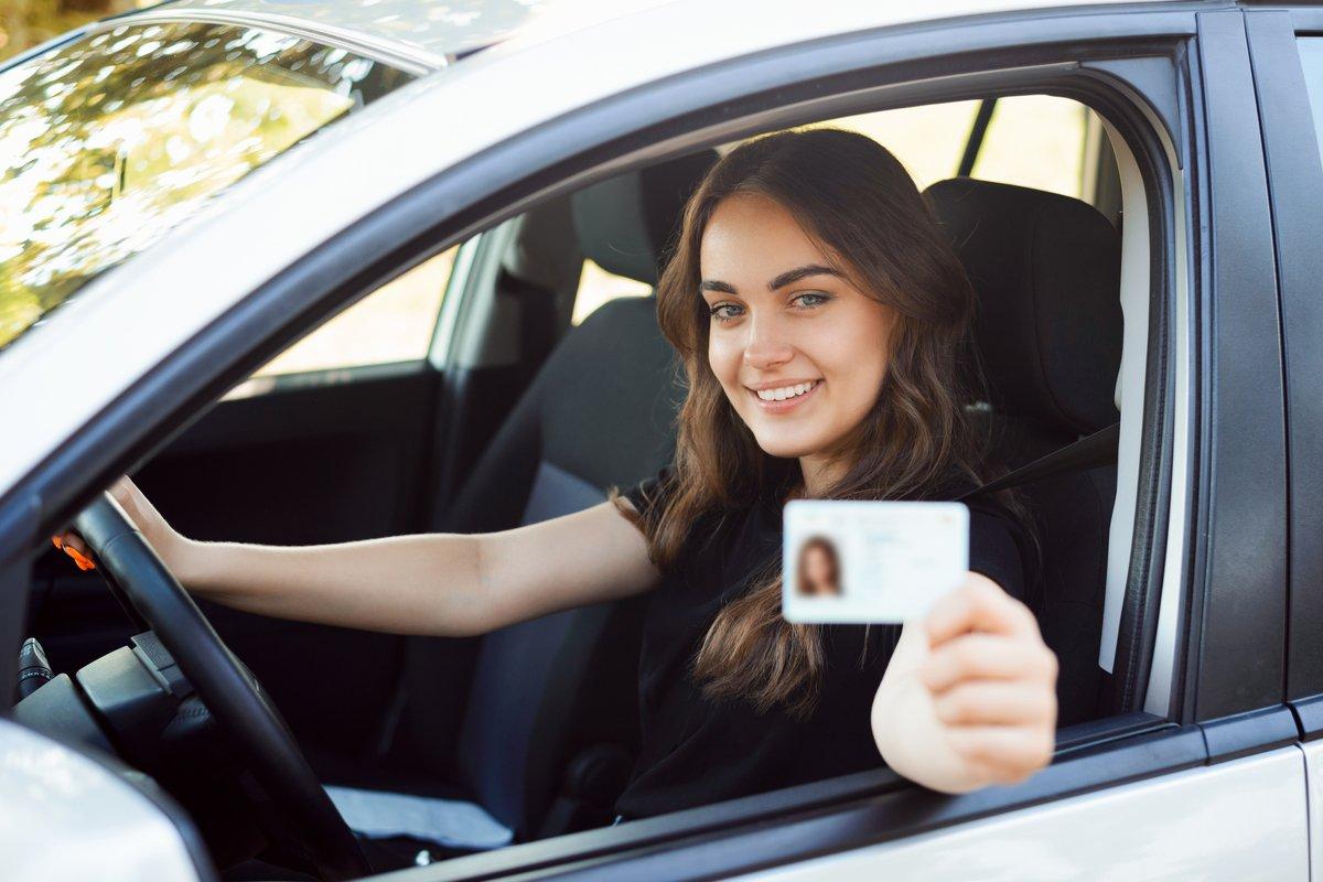 免許を取ったらこれ!MT仕様ありの「初心者向けコンパクトカー」4選