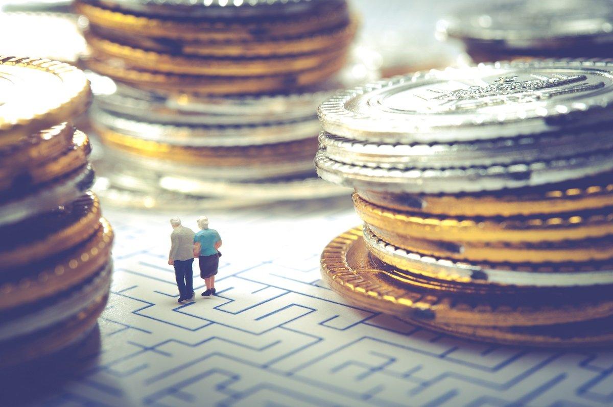 公的年金だけでは足りない老後の生活費はどのくらい? 共働きでも安心できないケースとは