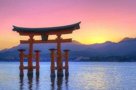 初詣はなぜ廃れない? 経済不振や災害が続いた日本の祈り
