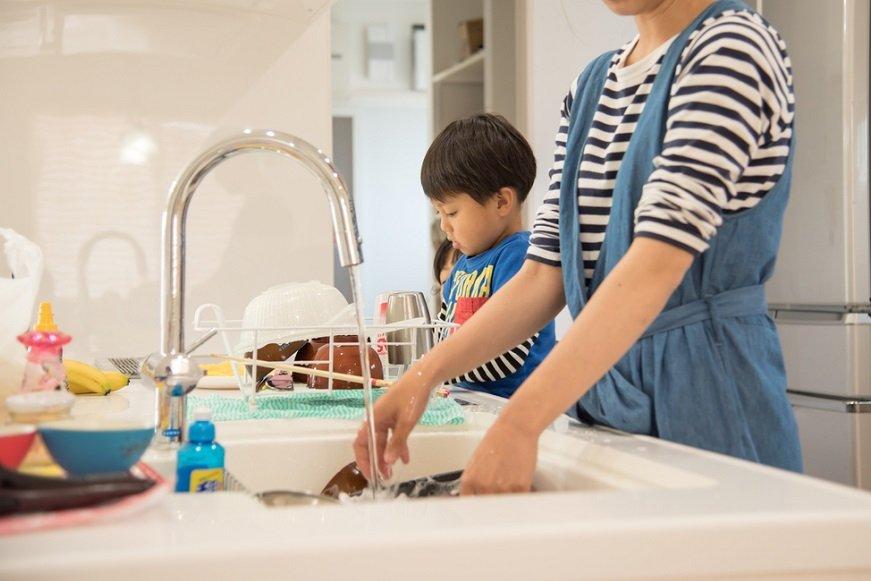 「夫に家事をしてほしくない」妻たち。家事分担への異論はなぜ?