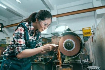 女性の旋盤工の給料はどのくらいか