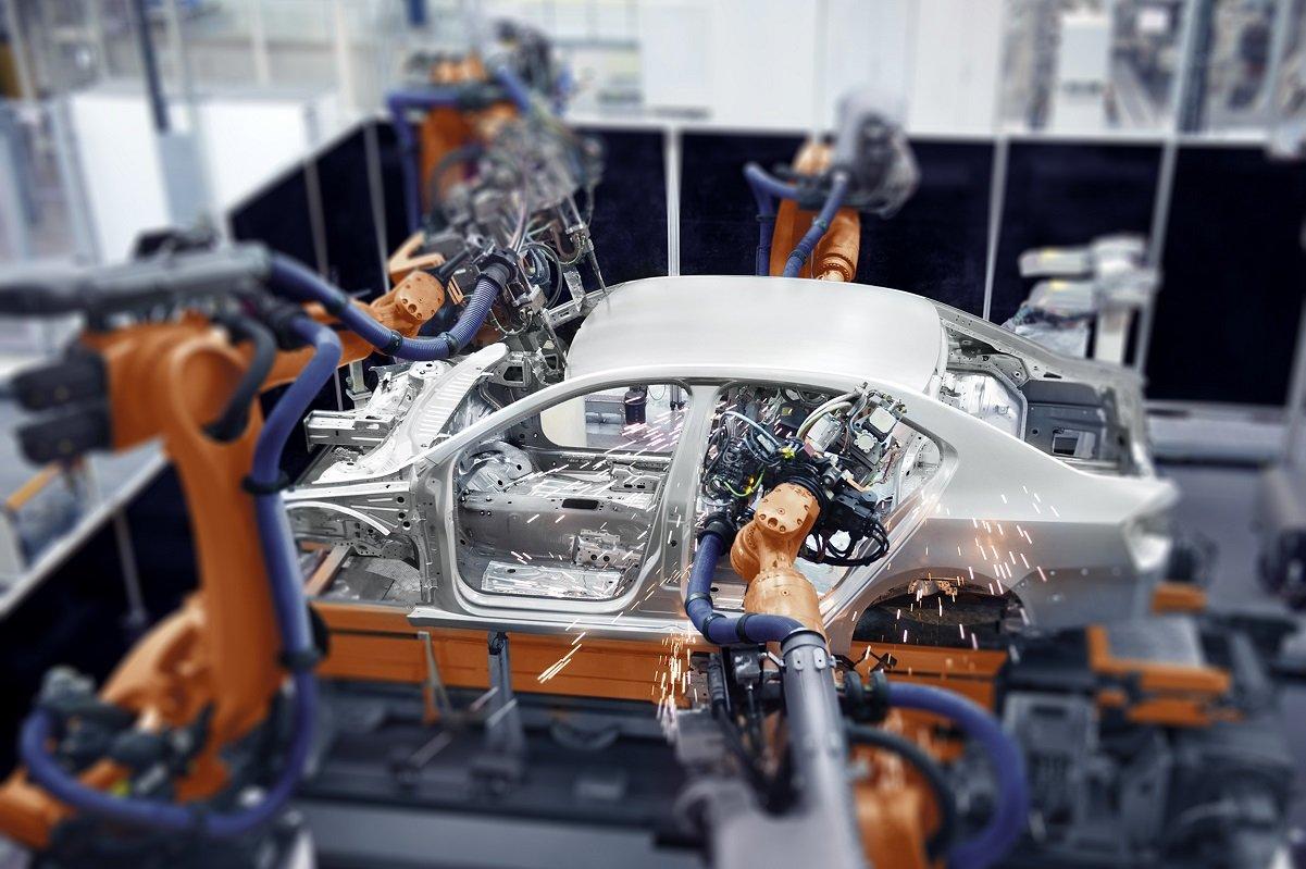 半導体不足で自動車産業が急減速