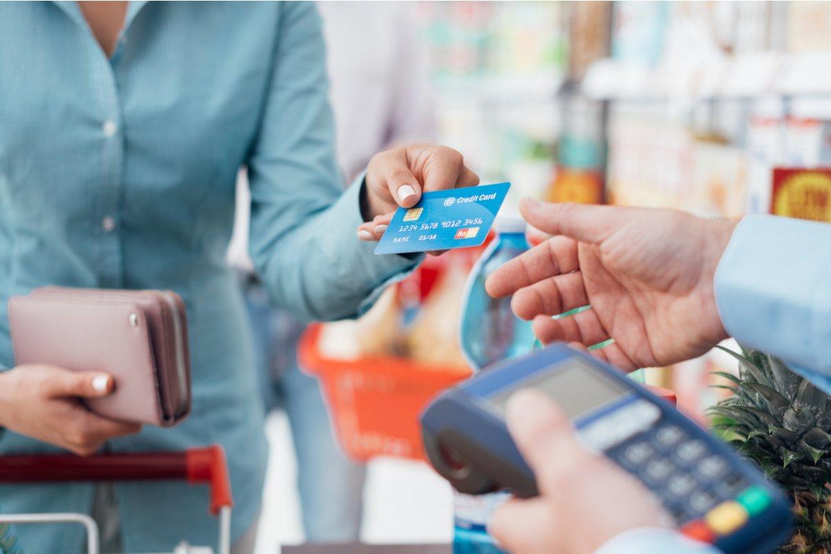 クレジットカードの利用理由は「ポイントやマイルが貯めやすいから」