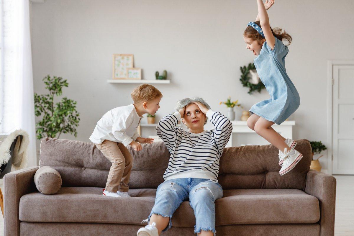 自粛解除、早速!ジジババに孫を丸投げする娘…疲弊する祖父母たち