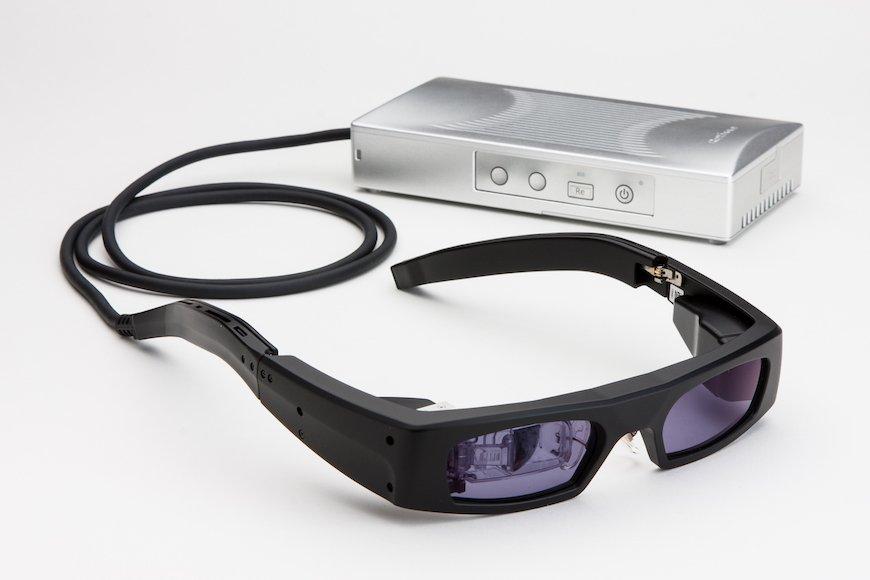 「網膜に直接映像を投影するスマートグラス」が一般受注開始