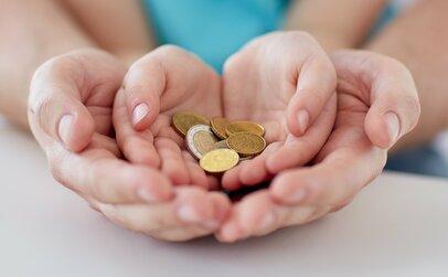 「年収と幸福度は比例する?」暮らしへの満足度が大きく上がる「年収ゾーン」とは