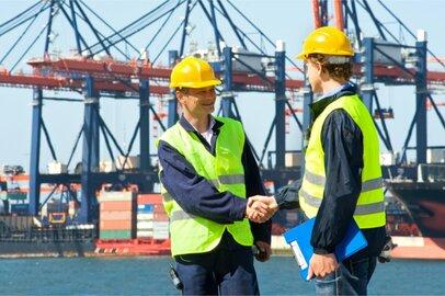 港湾荷役作業員の給料はどのくらいか