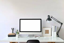 ビックカメラ店員が推奨「在宅ワーク効率化を狙える」パソコンデスク3選