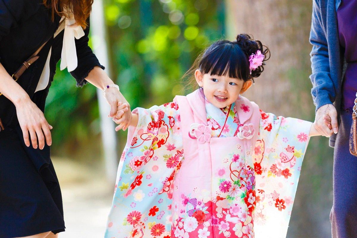 孫の七五三のお祝いは1万円? 3万円? 増加傾向の「孫支出」が老後の負担に…