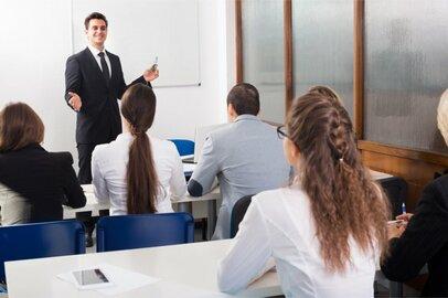 各種学校・専修学校教員の給料はどのくらいか