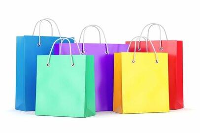 百貨店店員の給料はどのくらいか