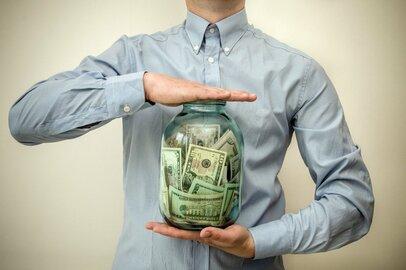 関西のお金持ちは宝くじや競馬好き!? 年収・東西地域別お金との付き合い方比較