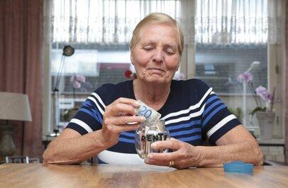 シニア女性の貯蓄額とは?老後の蓄えをやってこなかった50代、60代の女性の声