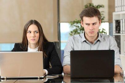 職場の男女攻防戦、原因はオフィスの静寂化だった!?