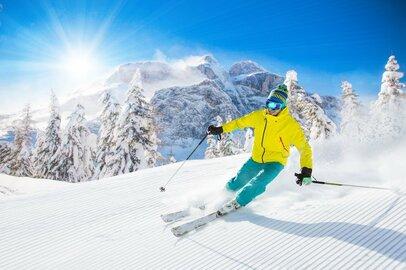 『私をスキーに連れてって』から30年、スキー場は復活するのか
