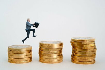 資産を増やすのに「iDeCo」「つみたてNISA/一般NISA」どの順番でスタートするのが正解?
