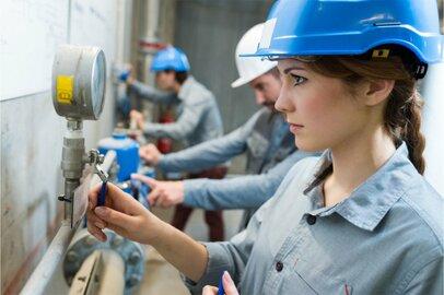 ボイラーを点検・調整・操作して、蒸気・温水を供給する仕事「ボイラー工」の給料とは?