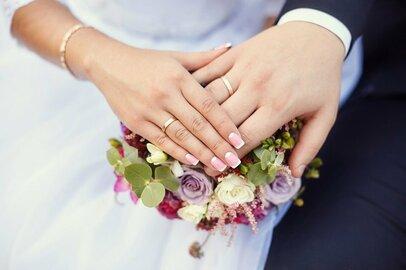 20代で結婚すれば本当に幸せ?「20代のうちに結婚する方法」特集が話題に