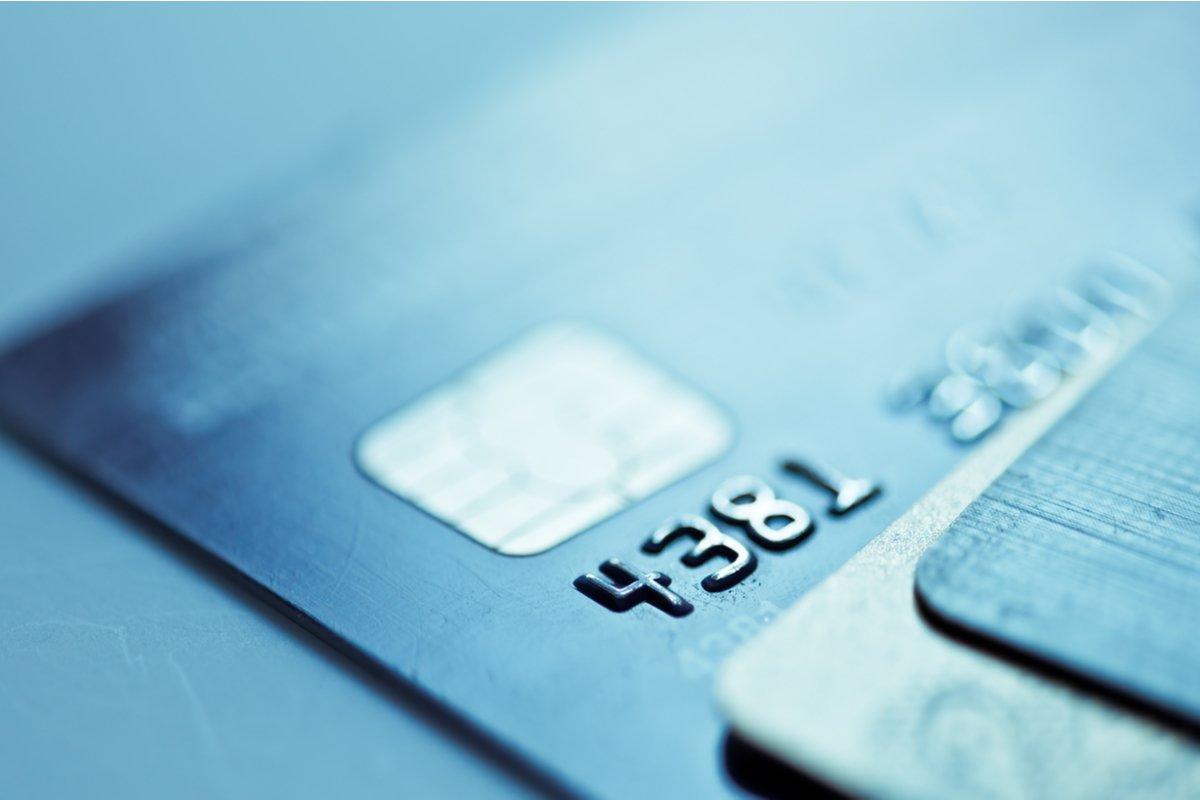 【クレカ比較】エポスカードとau PAY カードはどちらがポイントを貯めやすいクレカか