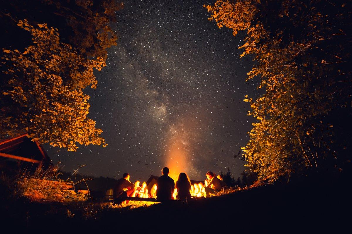 【スノーピーク】シンプルでタフな構造の焚火台が人気