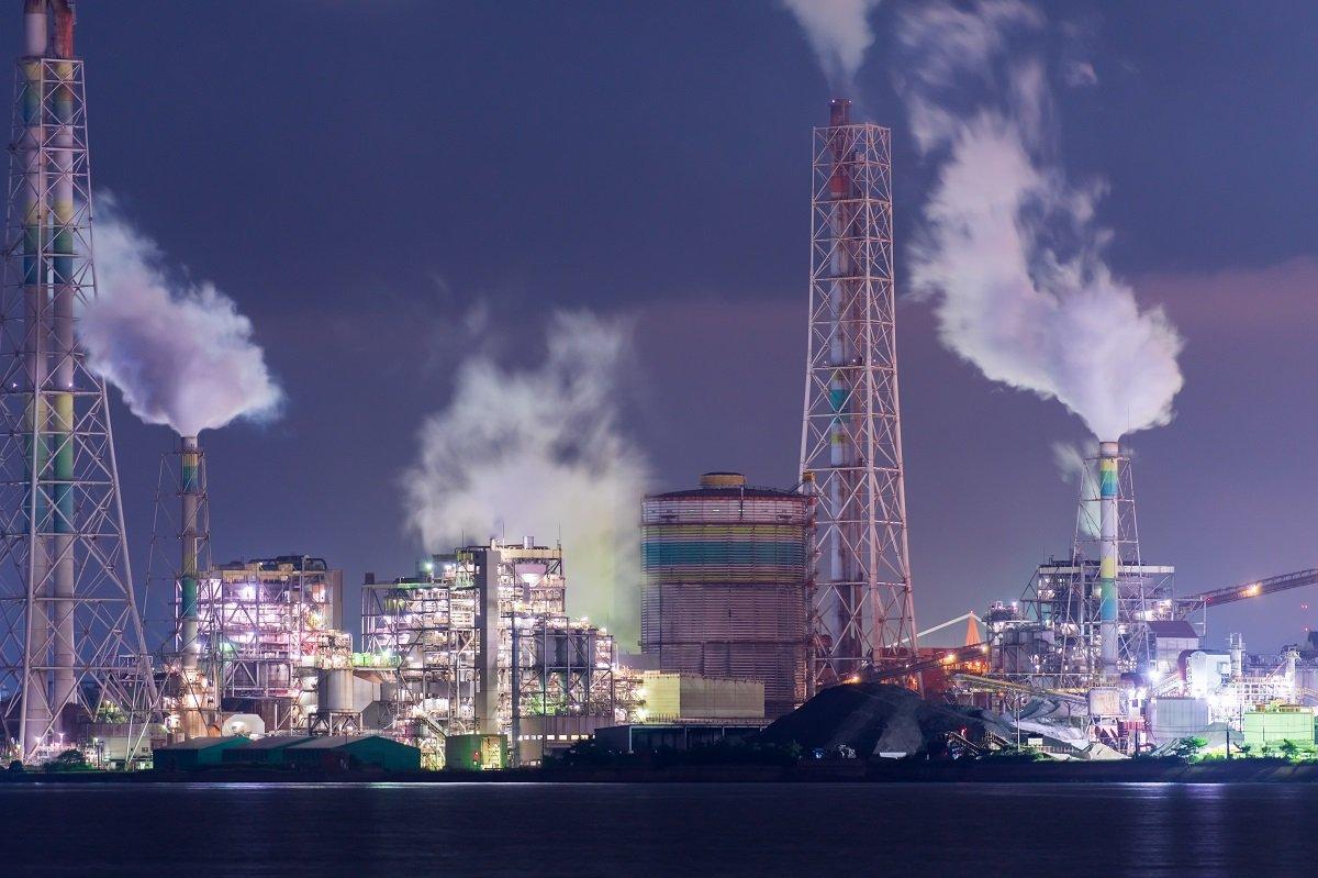 """日本新三大夜景、""""工場萌え""""で北九州市が躍進。夜景観光の経済効果は?"""
