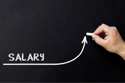 公務員と会社員の初任給はどれくらい?