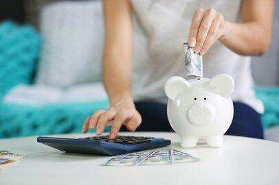 我が家の貯金って少ないの?働く世帯の平均月額は7万以上