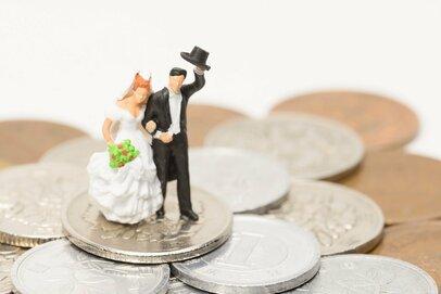 結婚したいアラサーOL、今から老後資金までいくら必要?