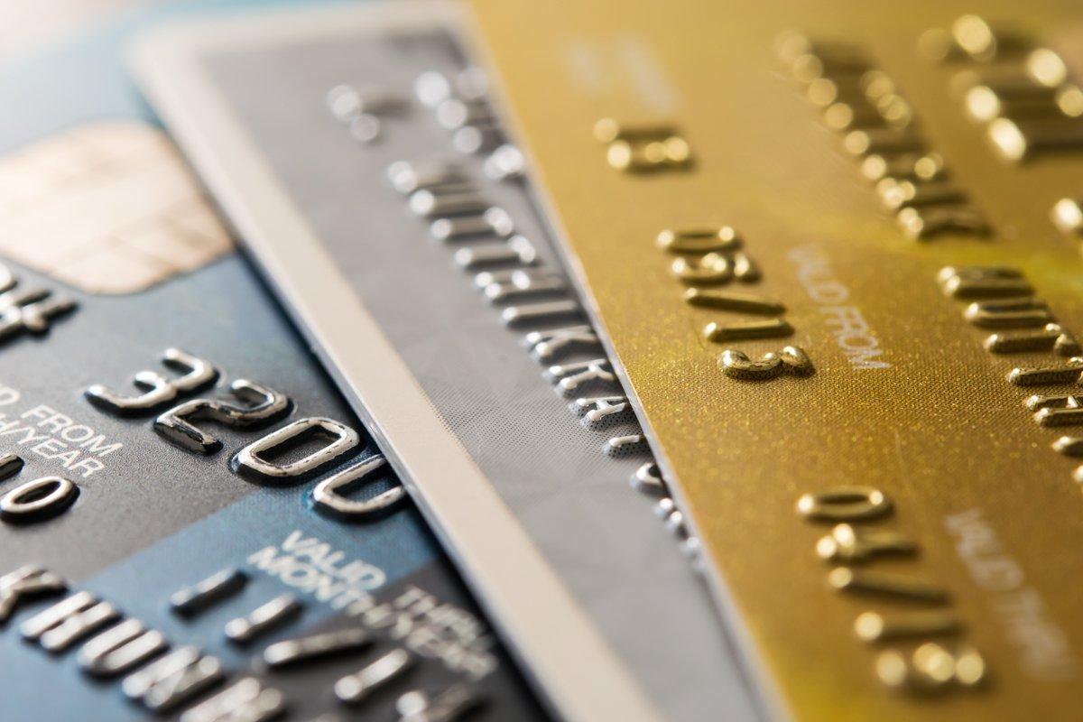 自動で1%OFFされるクレジットカード「P-one Wiz」を紹介