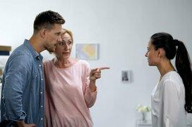 アウェイなはずの義実家で嫁の悪口をいう夫…その心理とは?