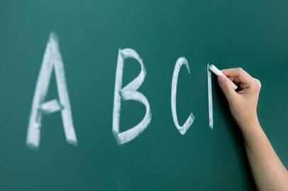 小学生で英語の習い事をしているのは何割か。費用の捻出法は?