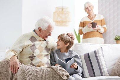 「孫消費」に50万円以上費やす人も!?60代〜70代シニア世代の「幸せなお金の使い道」