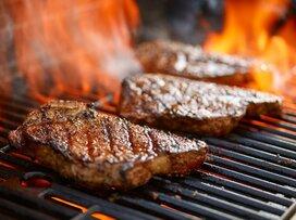 いきなり!ステーキが米国で快進撃、人気の秘密と日本との違いは?