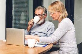 老後の「最低日常生活費」は年間270万円、「ゆとりある生活費」は430万円。どう備える?