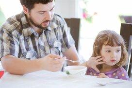 「パパあっち行って」育児参加を阻む父子間の不和。なぜ子どもは母親を選ぶのか