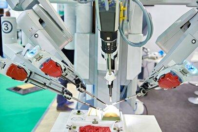 トップ製品はすでに数十万件の手術実績「手術支援ロボット」