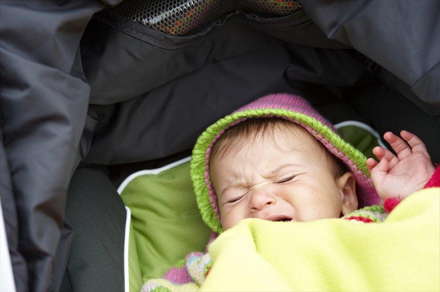 電車内で泣き出した赤ちゃんに、他人ができること