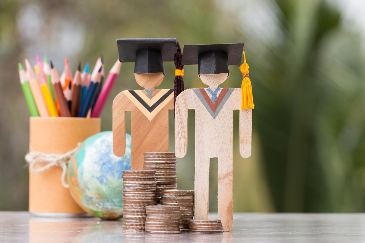 スーツ、靴、パソコン…大学入学の準備「想定外な出費」総額とは?