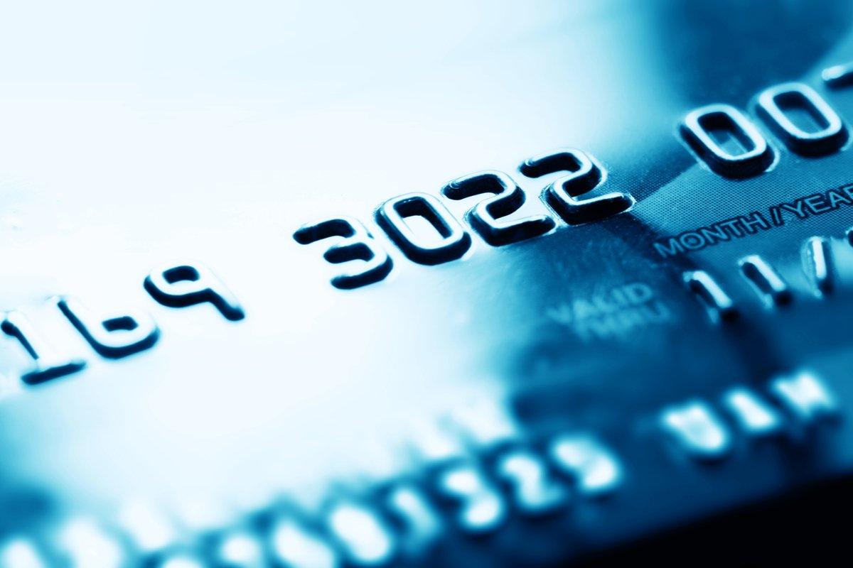 【ライフカード】年間利用額が多いほど還元率が上がるクレジットカード