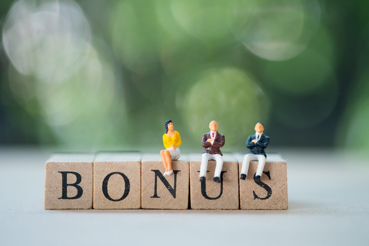 会社員の年間ボーナスは77万円。では地方公務員のボーナス(期末手当+勤勉手当)はいくらくらい?