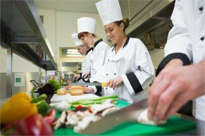調理士見習の給料はどのくらいか