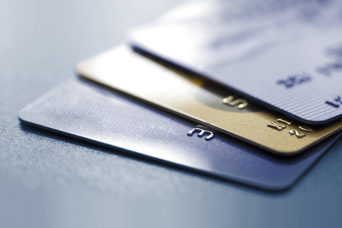 【ゴールドカード】「dカード GOLD」と「Amazon MasterCardゴールド」を徹底比較、どちらがポイントを貯めやすいクレカか