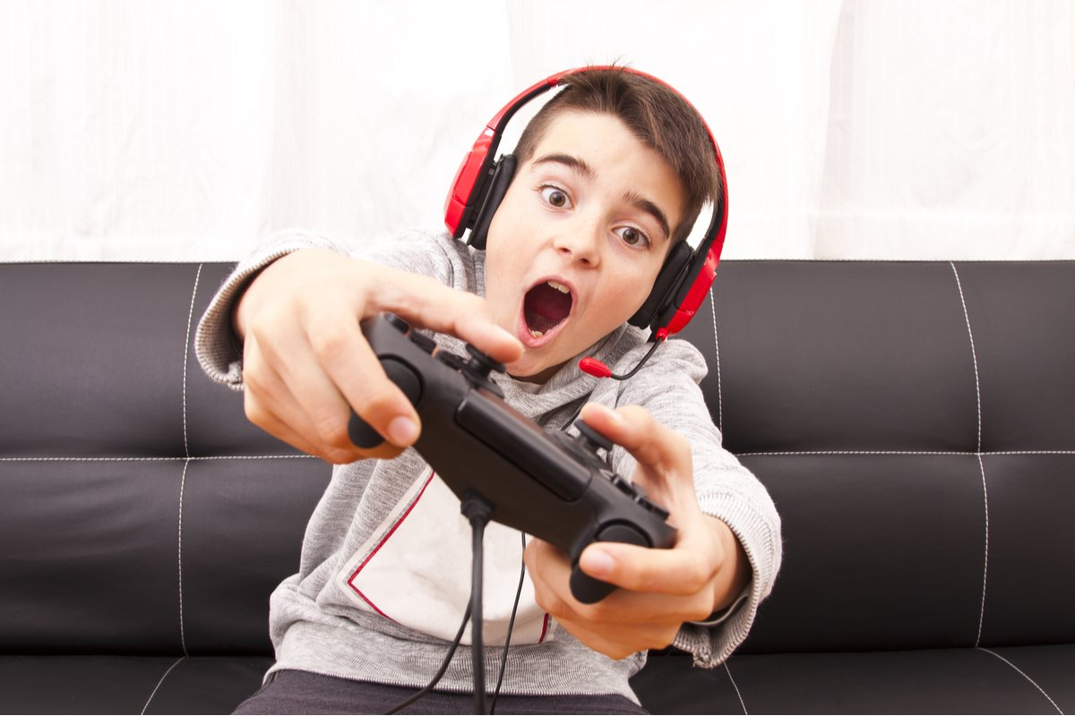 冬休みにスマホやゲーム三昧!親はどう接するべき?進学塾塾長が答える「子どもを伸ばす接し方」