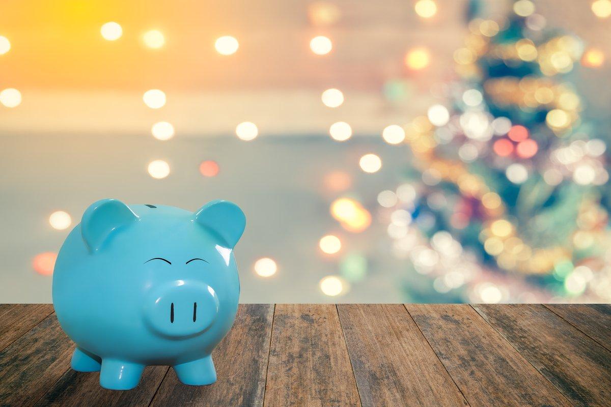 もっともお金のやりくりに困る「12月」…みんなが1番節約する支出は?年末の上手な節約ポイント