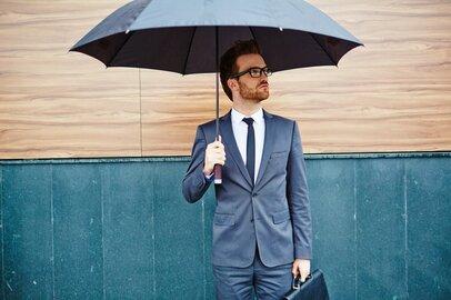 とにかく濡れない! サラリーマンの役に立つ梅雨時ビジネス防水グッズ