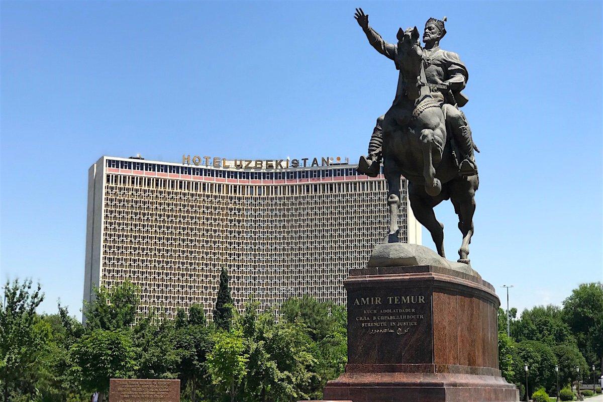 """日本郵政という""""国営企業""""の教訓を、民営化が始まるウズベキスタンで考える"""