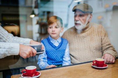 シニア世代の大きな負担「孫出費」…孫を喜ばせながら支出を抑える工夫とは